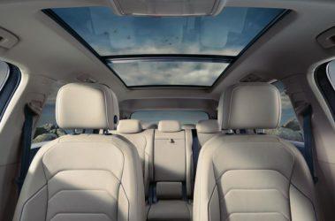 Tiguan Allspace - panoramatické výklopné/posuvné střešní okno
