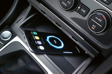 Volkswagen e-Golf úložný prostor pro telefon